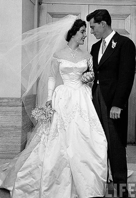 elizabeth-taylor-wedding-dress