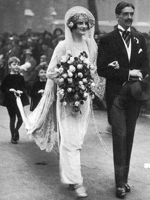 wedding dress 20s style - 1920s wedding dress and bouquet